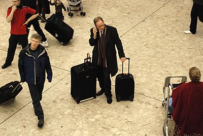 3 personnes aéroport