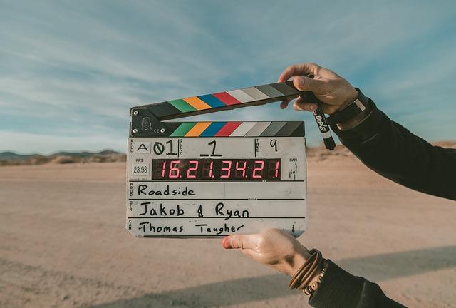 brand content - clap de film sur un fond de désert